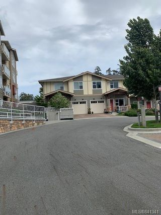 Photo 3: 207 1900 Watkiss Way in View Royal: VR Hospital Condo Apartment for sale : MLS®# 841341