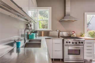 Photo 14: 319 Vancouver St in : Vi Fairfield West House for sale (Victoria)  : MLS®# 855892