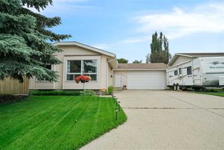 Photo 2: 10411 20 Avenue in Edmonton: Zone 16 House for sale : MLS®# E4177292