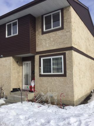 Photo 2: 924 LAKEWOOD Road N in Edmonton: Zone 29 Townhouse for sale : MLS®# E4186515