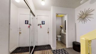 Photo 5: 924 LAKEWOOD Road N in Edmonton: Zone 29 Townhouse for sale : MLS®# E4186515