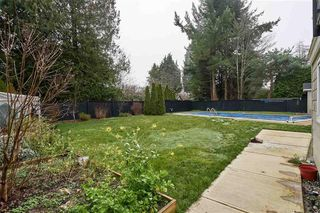 Photo 2: 1158 ENGLISH Bluff in TSAWWASSEN: Home for sale : MLS®# R2335421