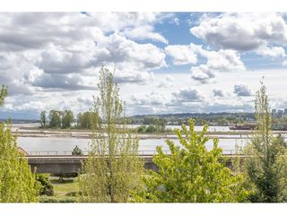 """Photo 2: 142 28 RICHMOND Street in New Westminster: Fraserview NW Townhouse for sale in """"CASTLE RIDGE"""" : MLS®# R2453840"""