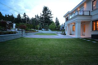 Photo 3: 14020 MARINE Drive: White Rock House for sale (South Surrey White Rock)  : MLS®# R2478365
