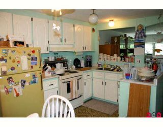 Photo 3:  in King George Mobile Home Park: Home for sale : MLS®# F2822378
