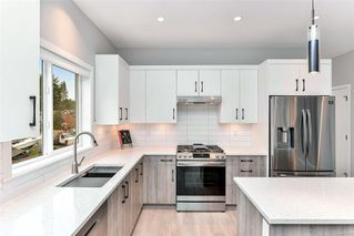 Photo 7: 102 684 Hoylake Ave in : La Thetis Heights Row/Townhouse for sale (Langford)  : MLS®# 859959