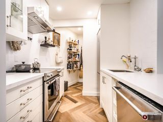 """Photo 5: 213 555 W 14TH Avenue in Vancouver: Fairview VW Condo for sale in """"Cambridge Place"""" (Vancouver West)  : MLS®# R2448193"""