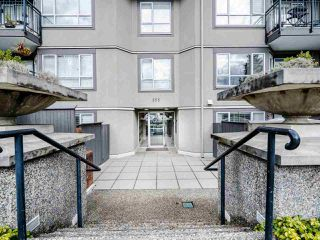 """Photo 2: 213 555 W 14TH Avenue in Vancouver: Fairview VW Condo for sale in """"Cambridge Place"""" (Vancouver West)  : MLS®# R2448193"""