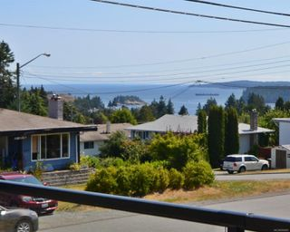 Photo 2: 3021 Glen Eagle Cres in : Na Departure Bay House for sale (Nanaimo)  : MLS®# 858465