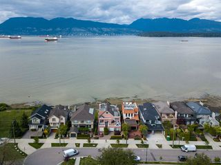 "Photo 40: 3175 POINT GREY Road in Vancouver: Kitsilano House 1/2 Duplex for sale in ""THE GOLDEN MILE - POINT GREY ROAD"" (Vancouver West)  : MLS®# R2458598"