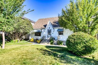 Photo 2: 426 29 Avenue NW in Calgary: Mount Pleasant Detached for sale : MLS®# A1032376