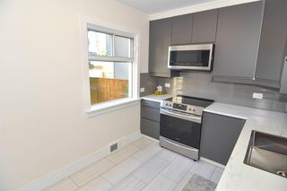 Photo 5: 426 29 Avenue NW in Calgary: Mount Pleasant Detached for sale : MLS®# A1032376