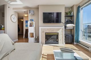 """Photo 4: PH2 4838 FRASER Street in Vancouver: Fraser VE Condo for sale in """"Fraserview Court"""" (Vancouver East)  : MLS®# R2389045"""