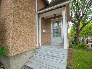 Photo 3: 9848 106 Street in Edmonton: Zone 12 House for sale : MLS®# E4174857