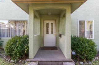 Photo 2: 195 Sims Avenue in VICTORIA: SW Gateway Single Family Detached for sale (Saanich West)  : MLS®# 416482