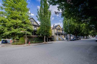 Photo 4: 2016 ONTARIO Street in Vancouver: Mount Pleasant VE House for sale (Vancouver East)  : MLS®# R2487097