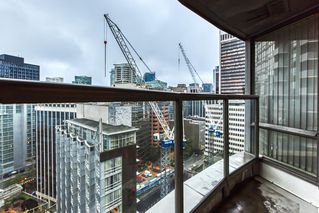 """Photo 12: 2302 1166 MELVILLE Street in Vancouver: Coal Harbour Condo for sale in """"ORCA PLACE"""" (Vancouver West)  : MLS®# R2407401"""