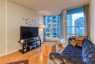 """Photo 3: 2302 1166 MELVILLE Street in Vancouver: Coal Harbour Condo for sale in """"ORCA PLACE"""" (Vancouver West)  : MLS®# R2407401"""