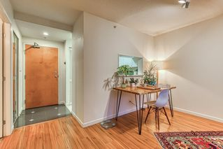 """Photo 7: 2302 1166 MELVILLE Street in Vancouver: Coal Harbour Condo for sale in """"ORCA PLACE"""" (Vancouver West)  : MLS®# R2407401"""