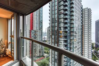 """Photo 13: 2302 1166 MELVILLE Street in Vancouver: Coal Harbour Condo for sale in """"ORCA PLACE"""" (Vancouver West)  : MLS®# R2407401"""
