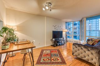 """Photo 2: 2302 1166 MELVILLE Street in Vancouver: Coal Harbour Condo for sale in """"ORCA PLACE"""" (Vancouver West)  : MLS®# R2407401"""