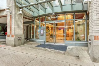 """Photo 16: 2302 1166 MELVILLE Street in Vancouver: Coal Harbour Condo for sale in """"ORCA PLACE"""" (Vancouver West)  : MLS®# R2407401"""