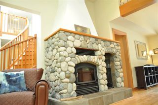 Photo 8: 229 MOONWINKS Drive: Bowen Island House for sale : MLS®# R2465957