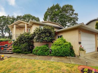 Photo 1: 728 Stancombe Pl in Esquimalt: Es Gorge Vale Single Family Detached for sale : MLS®# 842068