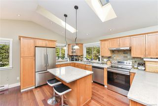 Photo 8: 1063 Chesterfield Rd in Saanich: SW Strawberry Vale House for sale (Saanich West)  : MLS®# 844474