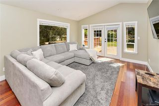 Photo 11: 1063 Chesterfield Rd in Saanich: SW Strawberry Vale House for sale (Saanich West)  : MLS®# 844474