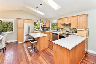 Photo 7: 1063 Chesterfield Rd in Saanich: SW Strawberry Vale House for sale (Saanich West)  : MLS®# 844474