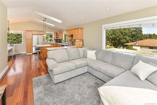 Photo 12: 1063 Chesterfield Rd in Saanich: SW Strawberry Vale House for sale (Saanich West)  : MLS®# 844474