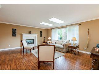 Photo 3: 21195 MOUNTVIEW CRESCENT in Hope: Hope Kawkawa Lake House for sale : MLS®# R2461505