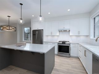 Photo 2: 7 1810 Kings Rd in : SE Camosun Row/Townhouse for sale (Saanich East)  : MLS®# 861155
