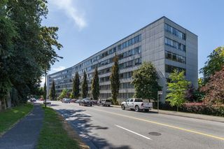 """Photo 12: 815 1445 MARPOLE Avenue in Vancouver: Fairview VW Condo for sale in """"HYCROFT TOWERS"""" (Vancouver West)  : MLS®# R2396150"""