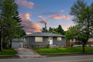 Photo 1: 5927 CENTRE Street NW in Calgary: Thorncliffe Detached for sale : MLS®# C4302907