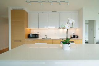 Photo 7: 1806 13438 CENTRAL Avenue in Surrey: Whalley Condo for sale (North Surrey)  : MLS®# R2523649