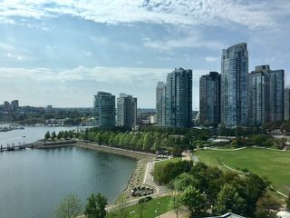 Photo 2: 1501 1383 MARINASIDE CRESCENT in Vancouver: Yaletown Condo for sale (Vancouver West)  : MLS®# R2195736