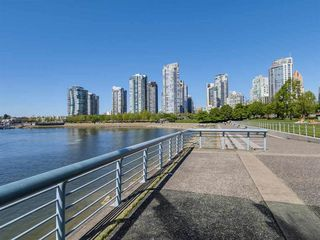 Photo 7: 1501 1383 MARINASIDE CRESCENT in Vancouver: Yaletown Condo for sale (Vancouver West)  : MLS®# R2195736
