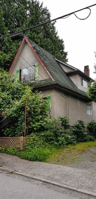 Main Photo: 1922 WILLIAM Street in Vancouver: Grandview Woodland House for sale (Vancouver East)  : MLS®# R2469784