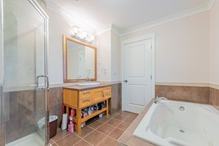Photo 12: 1518 WESTOVER Road in North Vancouver: Lynn Valley House for sale : MLS®# R2427187