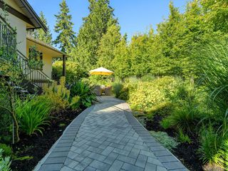 Photo 12: 3050 Beach Dr in Oak Bay: OB Uplands House for sale : MLS®# 842536