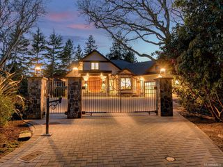 Photo 1: 3050 Beach Dr in Oak Bay: OB Uplands House for sale : MLS®# 842536