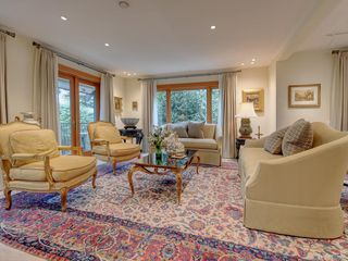 Photo 4: 3050 Beach Dr in Oak Bay: OB Uplands House for sale : MLS®# 842536