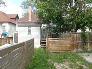Photo 12: 488 Carlaw Avenue in Winnipeg: Lord Roberts Residential for sale (1Aw)  : MLS®# 202022679