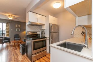 Main Photo: 5 2345 LONSDALE Avenue in North Vancouver: Central Lonsdale Condo for sale : MLS®# R2495372