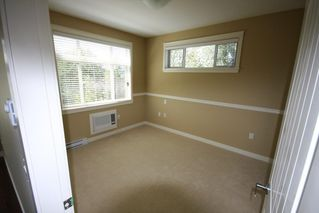 Photo 3: 314 12565 190A Street in Pitt Meadows: Mid Meadows Condo for sale : MLS®# R2403712