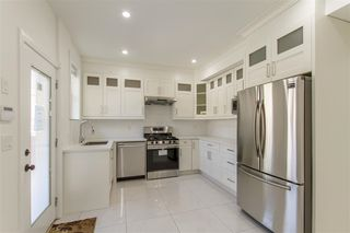 """Photo 5: 105 1313 CARTIER Avenue in Coquitlam: Maillardville Townhouse for sale in """"MAISON VELAY"""" : MLS®# R2413844"""