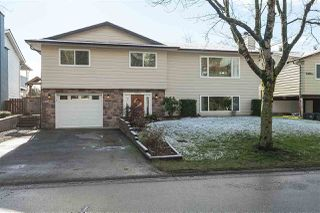 Photo 1: 18356 58B Avenue in Surrey: Cloverdale BC House for sale (Cloverdale)  : MLS®# R2433056