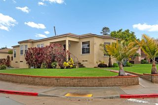 Photo 2: POINT LOMA House for sale : 2 bedrooms : 3205 Garrison St in San Diego